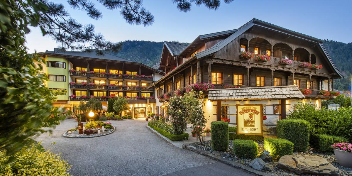 Außenansicht Familiengut-Hotel Burgstaller